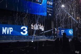 Dotapit finale - trofej u pobjedničkim rukama u zraku