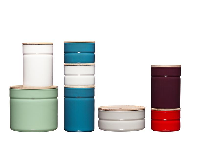 Riess Kitchenmanagement designed by dottings_vorratsdosen_überblick_farben_holzdeckel_emaille