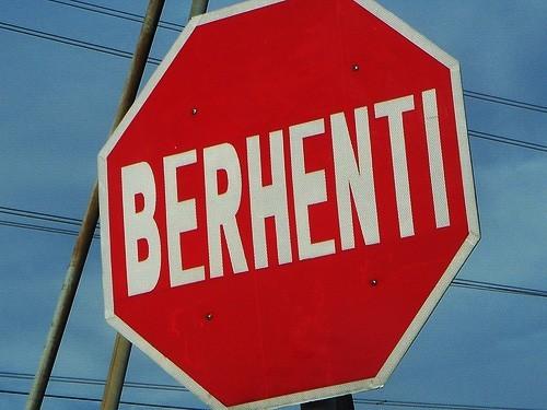 papan tanda jalan raya BERHENTI_flickr_oyf