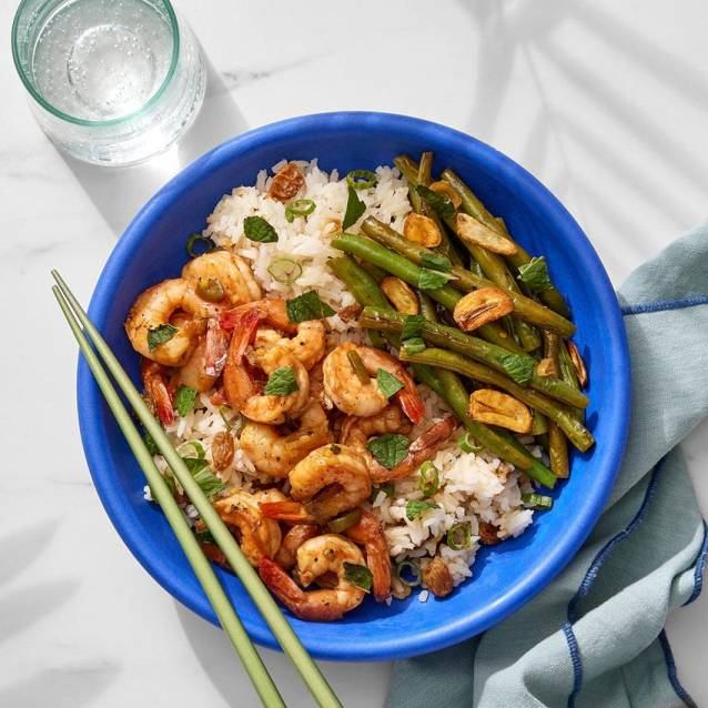 green beans and rice with crispy garlic
