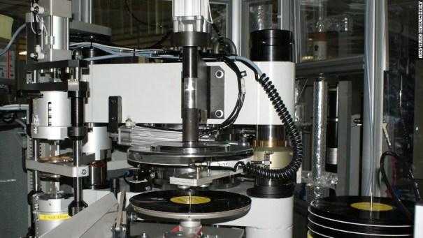 170630125843-sony-vinyl-machine-780x439