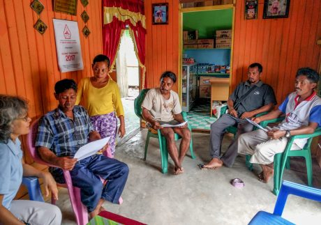 Gayatra meets with Popisi octopus buyers