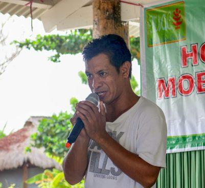 Oldegar presenting at homestay training