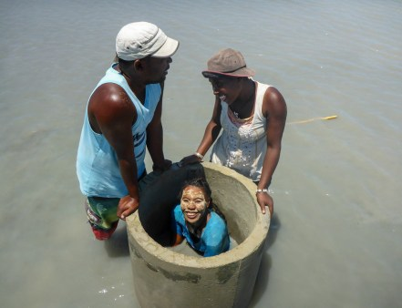 Aquaculture team finding a good spot to place the bij | Photo: Tim Kluckow