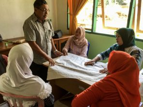 A group from Tampara village discuss integrated challenges | Photo: Ratih Pertiwi