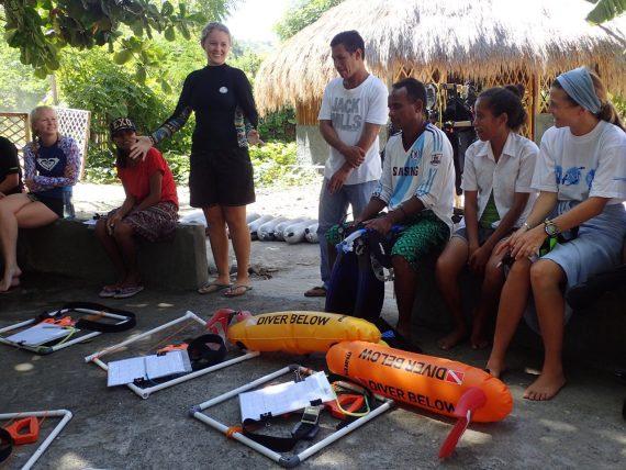 Jenny House and Oldegar Massinga brief the CBM team | Photo: Christina Saylor