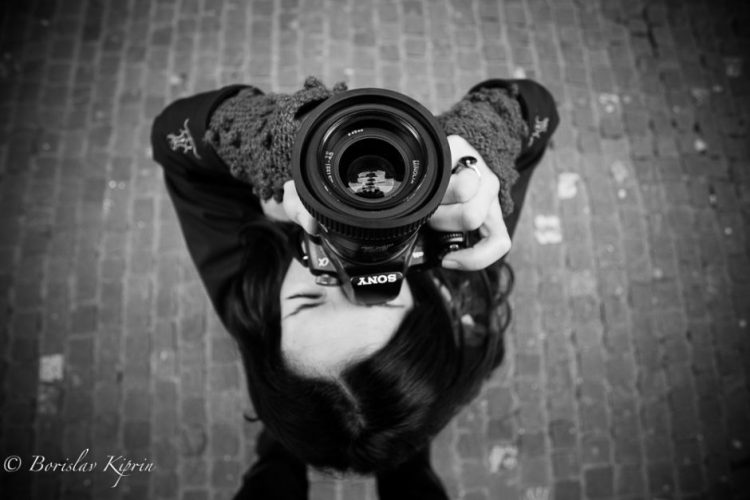 A lady phototgrapher