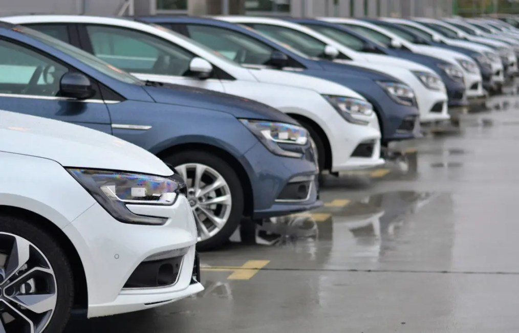 Parking lot monitoring: an application of IoT to the food retail industry