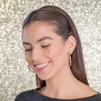 A Chic Holiday Hairstyle in 5 Quick Steps