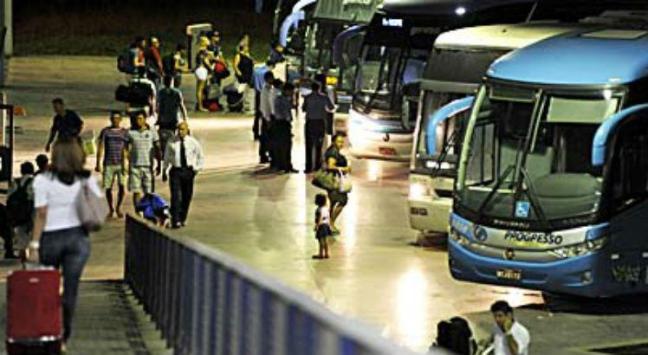Vai viajar de ônibus ou avião? Conheça seus direitos de consumidor 01