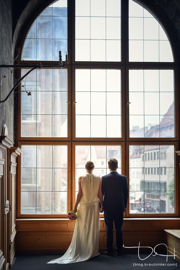 Brautshooting bei schlechtem Wetter! Hochzeitsbilder im Saal fotografiert vom Hochzeits Fotograf Nuernberg!
