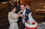 Anschneiden der Hochzeitstorte im Gasthaus Englert fotografiert vom Hochzeits Fotografen Nuernberg