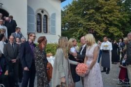 Gratulationen nach der Trauung festgehalten vom Hochzeits Fotografen aus Nuernberg.