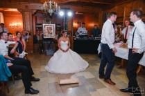 Auch der Braeutigam hat seine Aufgaben zu erfuellen. Der Hochzeitsfotograf macht die Beweisfotos.
