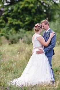 Romantisches Fotoshooting mit einem Hauch von Vintage macht der Hochzeitsfotograf.