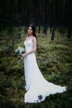 Die Braut fotografiert der Hochzeitsfotograf. Der Hochzeitsfotograf aus Nuernberg in Schwanstetten.