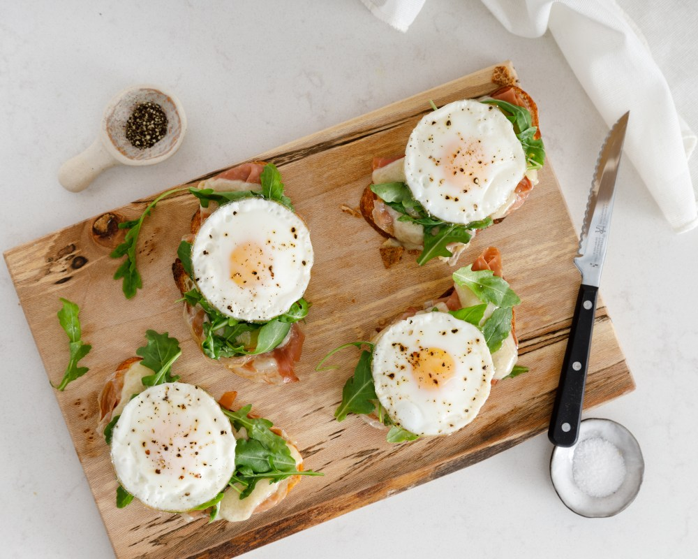 Egg Prosciutto Tartine with Arugula