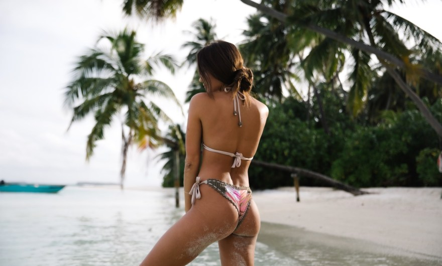水着好きアラフィフ〜50代はブラジリアンビキニをこう着こなす!