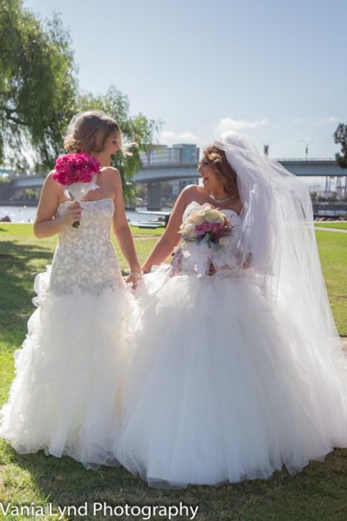 Vania Lynd Photo - Miriam and Kristen web-190