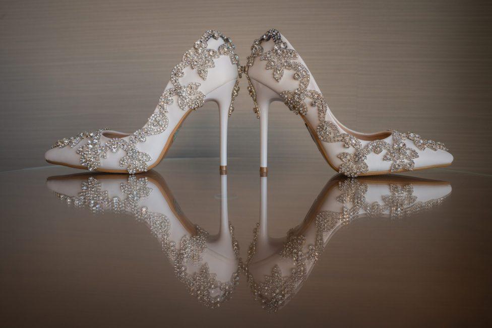 Details luxurious las vegas destination wedding.