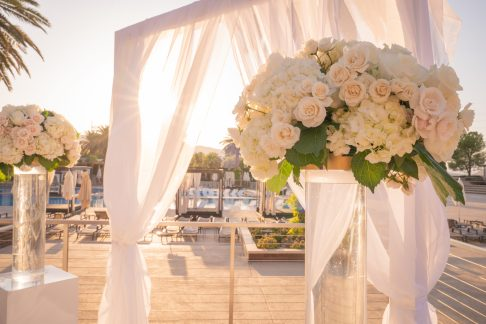 White flowers outdoor ceremony at a luxurious las vegas destination wedding.