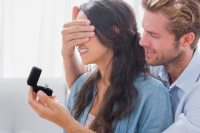 10 Ways for Young Couples to Give Promise Rings