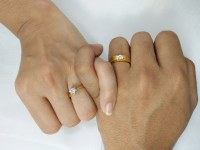 How to Pick a Promise Ring: Vintage or Contemporary?
