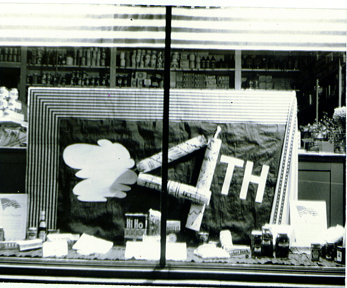 4th of July window display Hattie's