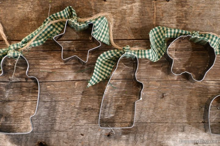 DIY Rustic Nativity Cookie Cutter Garland perfect for Country Themed Decor