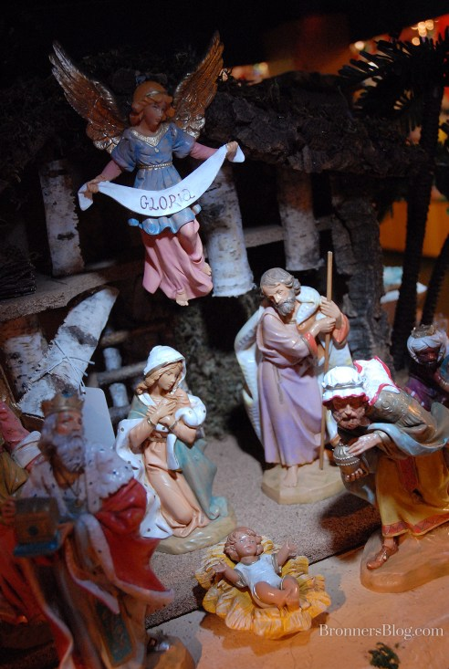 """Fontanini 7.5"""" Nativity collection tells of the birth of Christ."""