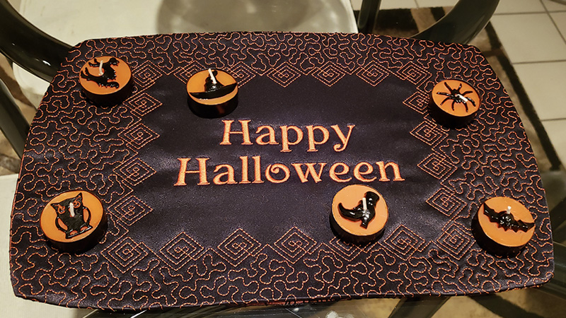 Spooky Reversible Halloween Table Décor