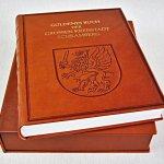 Goldenes Buch mit Kassette