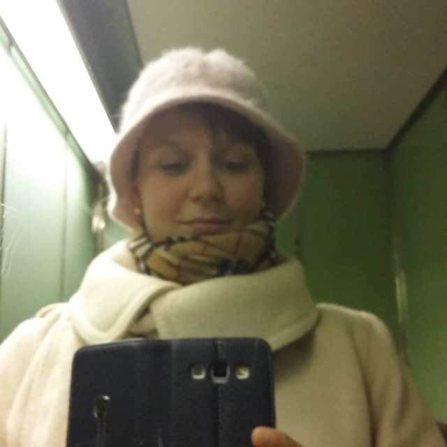 Granny going out buckethat pink secondhand fakeburberry fargerikeingeborg pearls Continuehellip