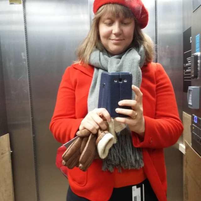 Bonjour fargerikeingeborg beret french red ootd blackjeans Continue reading rarr