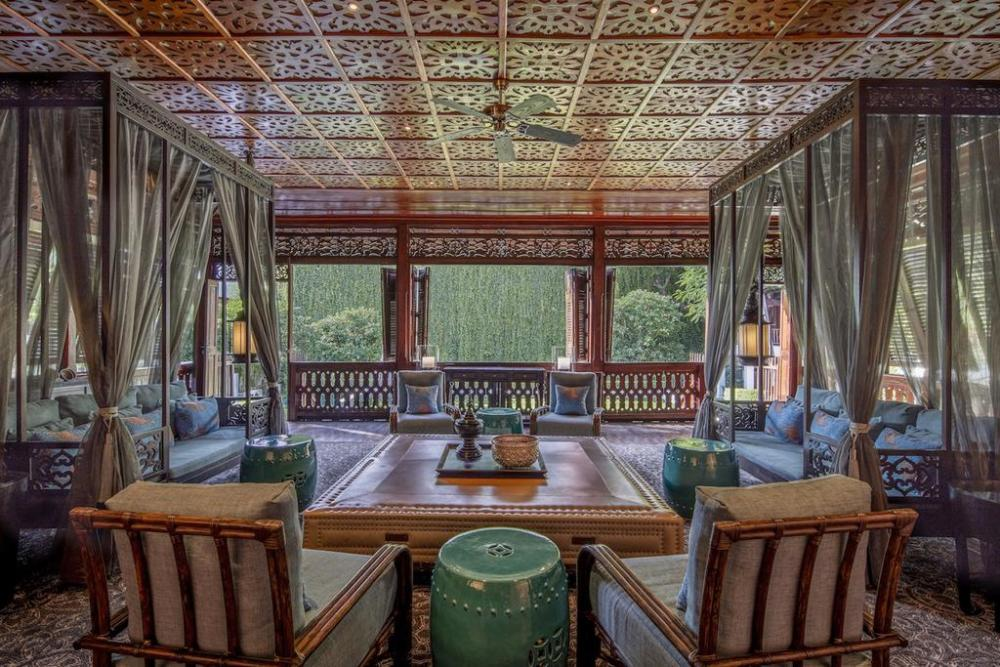 Extraordinary Lounges