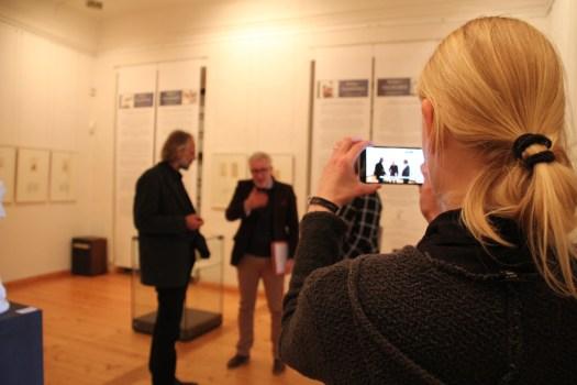 Digital und analog sollten im Museumsalltag Hand in Hand gehen.