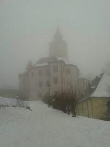 Burg Posterstein im Nebel: Früher erklärten sich die Menschen solche Naturereignisse oft mit Aberglaube.