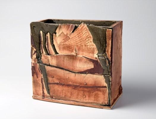 Die Keramik von Angelika Kühn von Hintzenstern entsteht nicht auf der Töpferscheibe. (Foto: Ulrich Fischer)