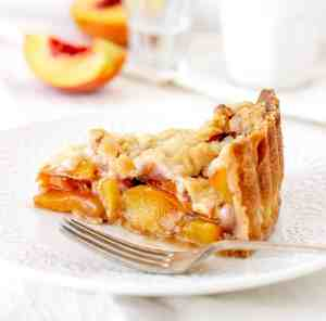 Peach-pie-on plate with fork