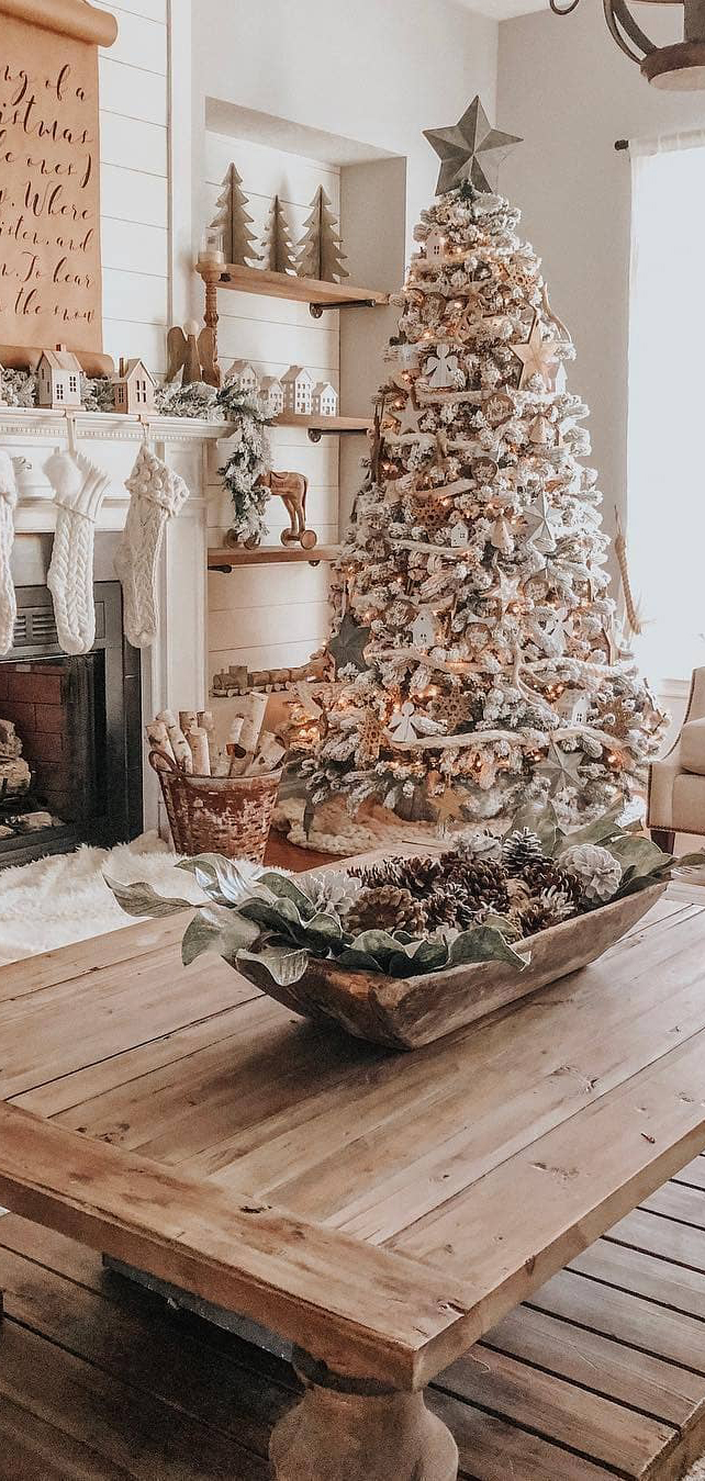 Farmhouse Christmas Tree | The Lovely Deco
