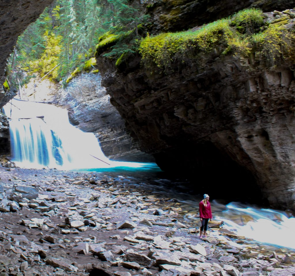 johnston canyon trail to upper falls