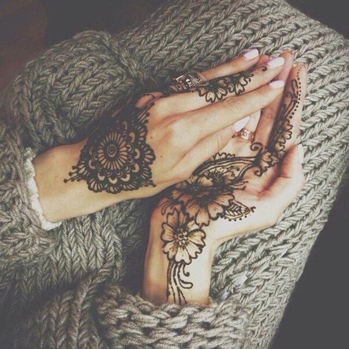 Arabic Mehendi Designs Inspired By Minimalist Theme