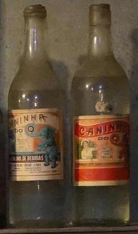 Duas garrafas de cachaça antiga