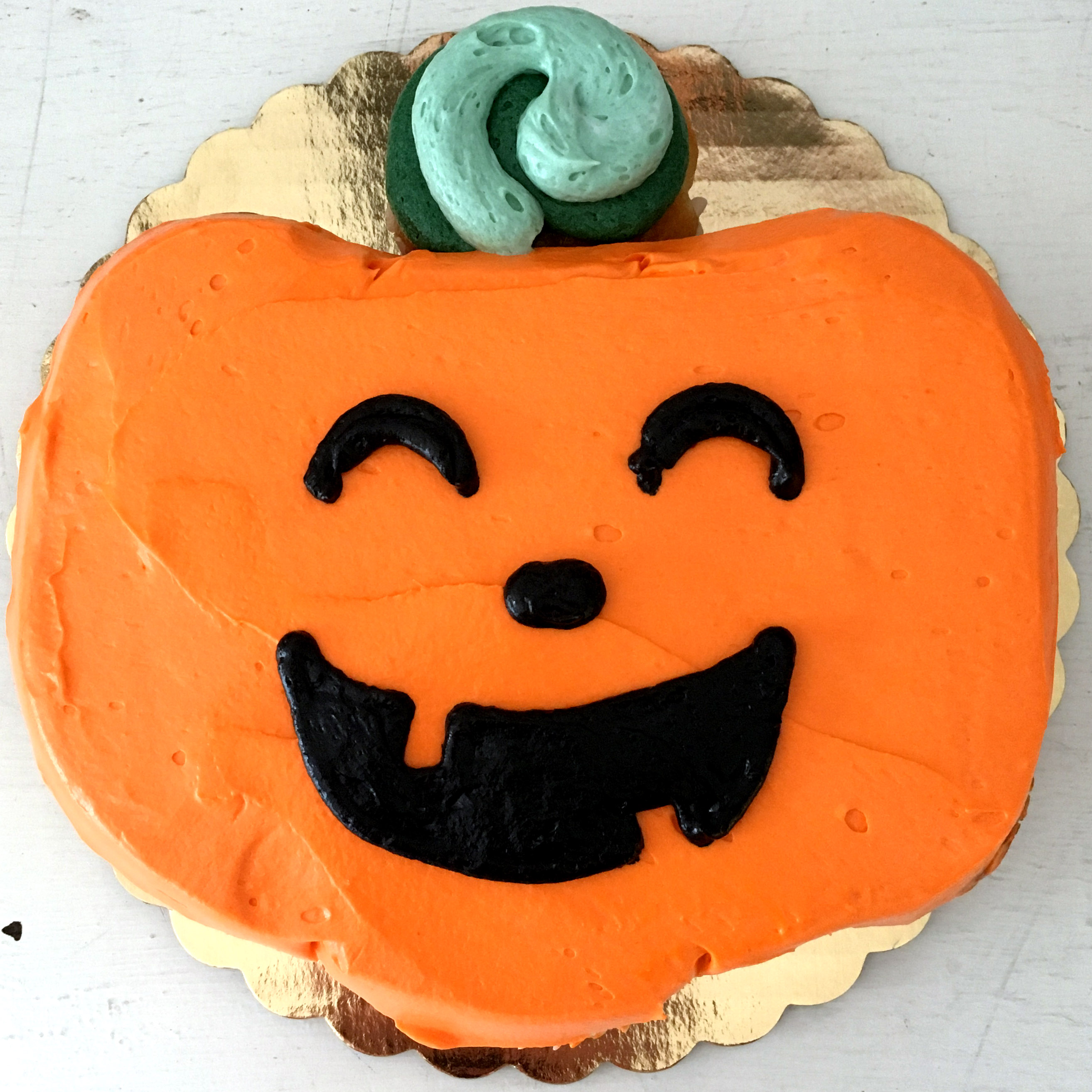 jack o lantern cupcake cake by french bakery cafe pierrot in sparta nj