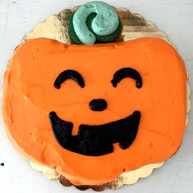jack o lantern cupcake cake by french bakery cafe pierrot in sparta nj