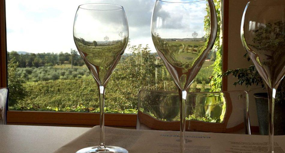 Calici di vino Franciacorta Barone Pizzini
