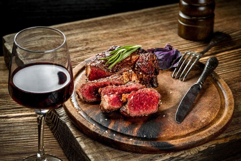 vino rosso primitivo di manduria e carne