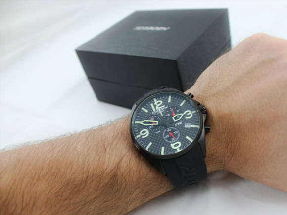 Torgoen T16302 carbon fiber watch on a wrist