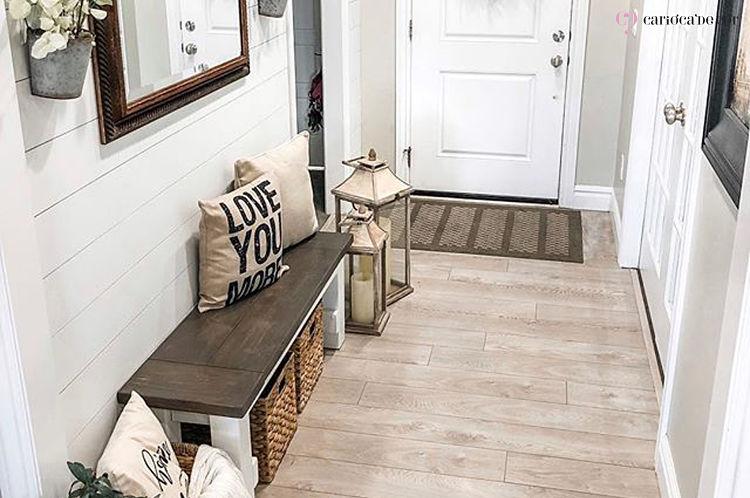 corredor largo com móveis