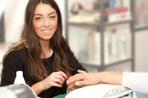 o-que-vale-mais-pra-manicure-certificado-ou-experiencia